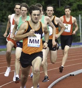 Sam Deathe leading the 800m at Milton Keynes